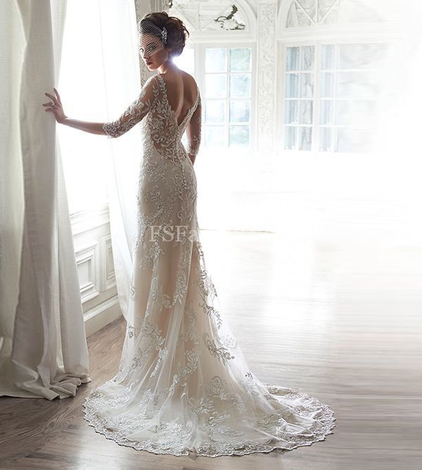 Váy cưới đuôi cá của Sophia Tolli xếp tầng bồng bềnh.