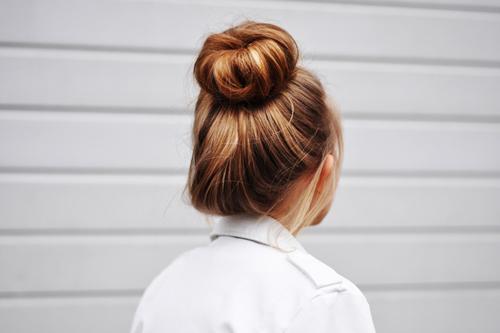 Búi tóc củ tỏi đơn giản mà đẹp