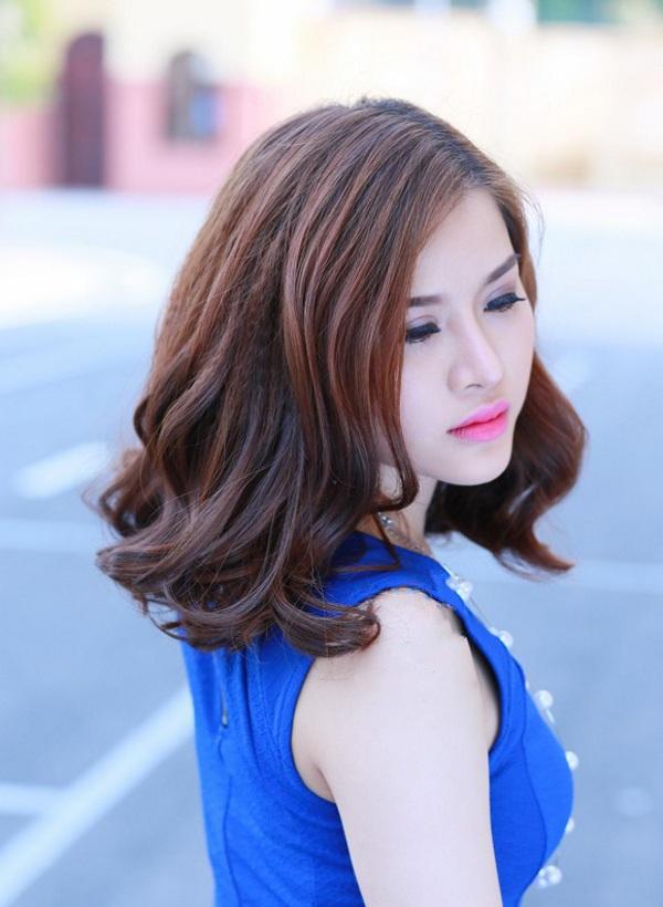 Kiểu tóc uốn đuôi xoăn nhẹ