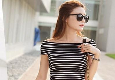 Chất liệu voan cho áo trễ vai giúp tăng vẻ lãng mạn cho người mặc.