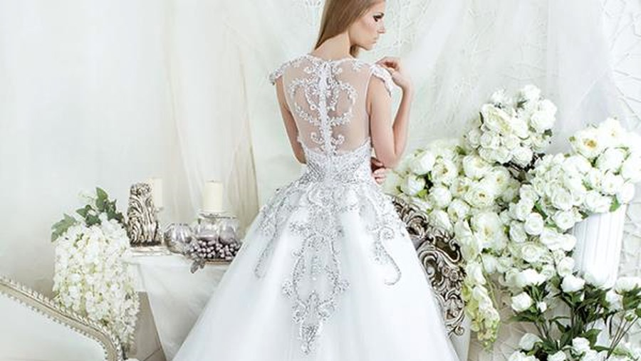 Gợi cảm, tinh tế và sang trọng là những từ hoàn hảo để miêu tả chiếc váy cưới của Maggie Sottero.