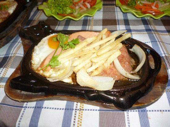Cách làm món bò bít tết với trứng ốp la cực ngon hấp dẫn cho cả nhà