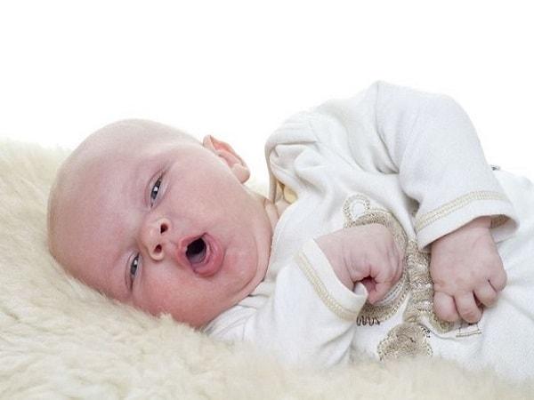 Làm gì khi trẻ sơ sinh bị ho?