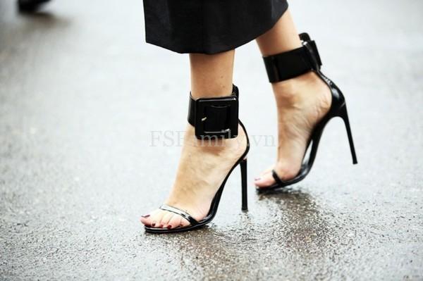 Hướng dẫn bạn gái cách đi giày cao gót đúng cách không bị đau chân và vẫn tôn dáng đẹp