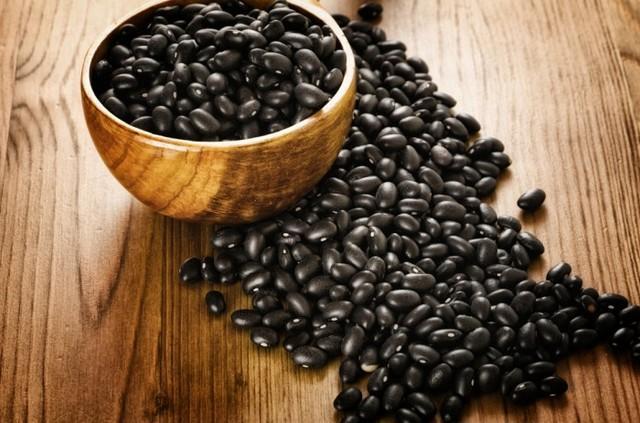 Chế biến món chè đậu đen