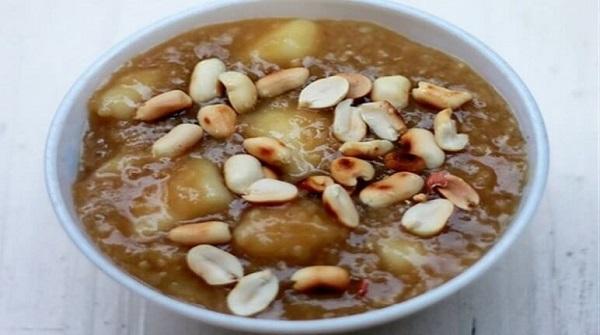 Chè khoai sọ mật mía là 1 trong các món chè khoai sọ thơm ngon