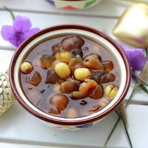 Chè nhãn khô + hạt sen + đường phèn thanh nhiệt, bổ dưỡng thích hợp cho những ngày hè nắng nóng