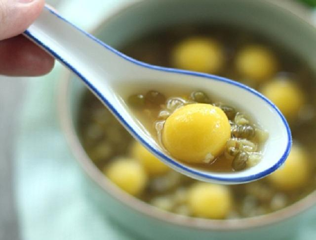 Thưởng thức hương vị hấp dẫn của món chè bí đỏ đậu xanh