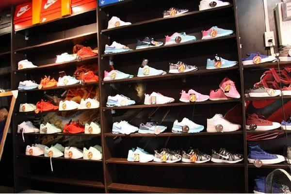 Shop-giày-cách-mạng-tháng-8