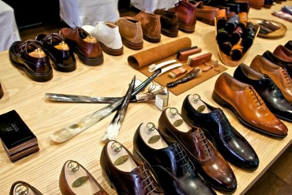 Shop-giày-nam-tại-TPHCM-Da-màu-Shop