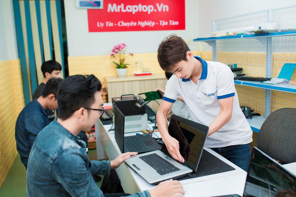 sua-lap-top-hcm-lay-lien-1024x683
