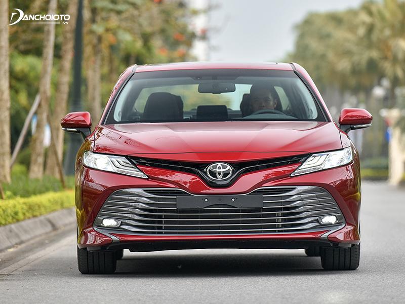 Toyota Camry 2019 được đổi mới với phong cách sang trọng, lịch lãm và hiện đại