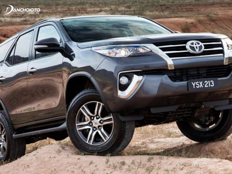 Toyota Fortuner mới sở hữu thiết kế hầm hố nhưng vẫn lịch lãm