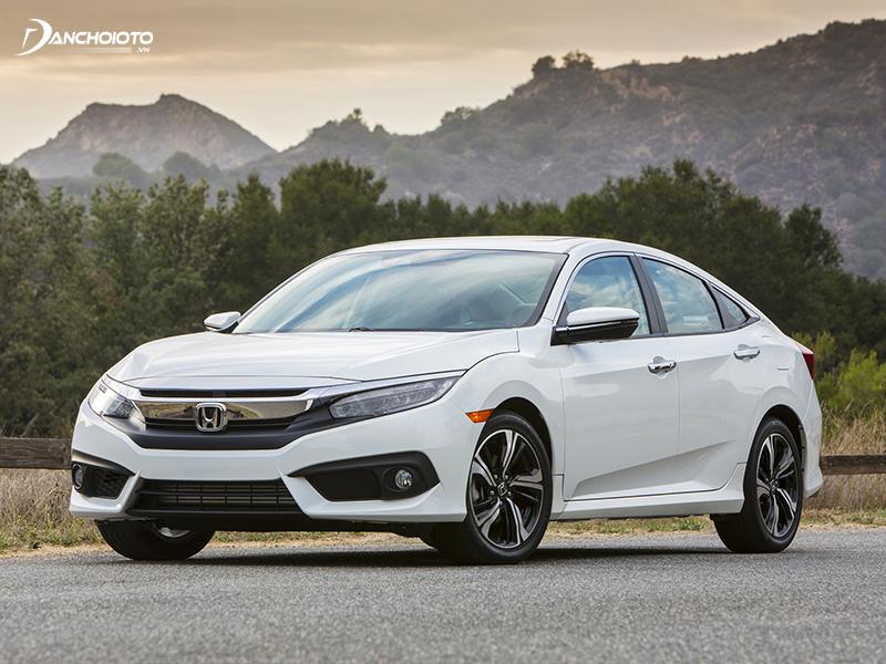 Với 700 triệu, người mua có thể sở hữu xe Honda Civic cũ đời 2016 đẹp