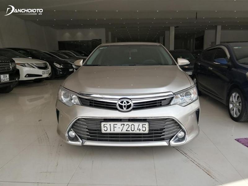 Toyota Camry 2015 vẫn thu hút được sự chú ý của các tín đồ xe hơi